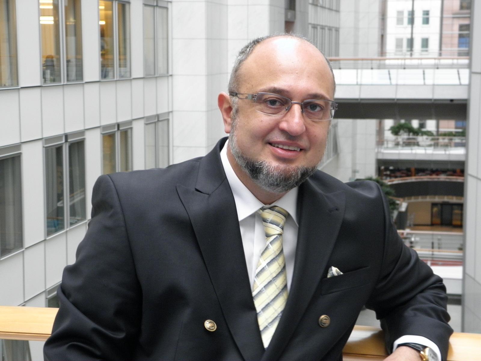 Емил Стоянов